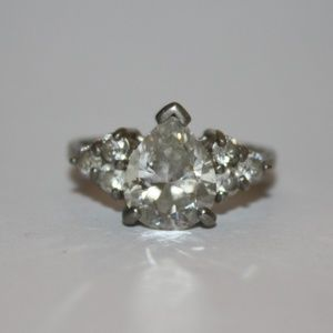 Beautiful CZ and sterling silver ring size 9